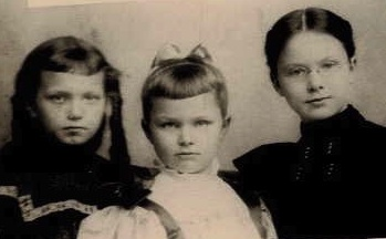 lucy-and-sisters-1896-cropped